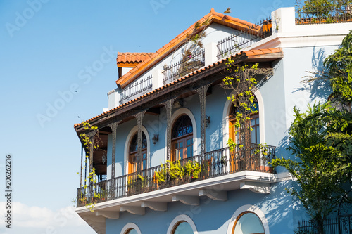 Foto  beautiful house facade, historic building exterior - Casco Viejo, Panama City,