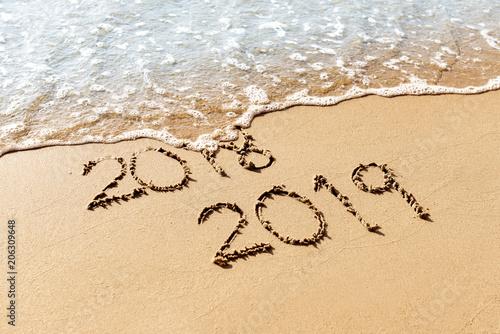 Fotografía  New Year 2019 replace 2018 on the sea beach concept
