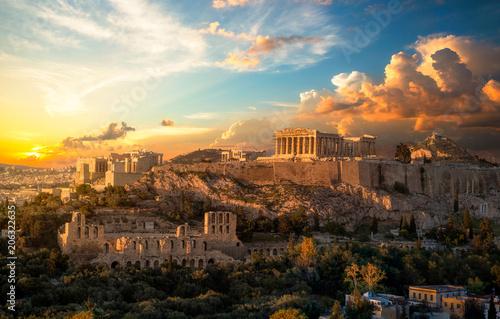 In de dag Athene Akropolis von Athen bei Sonnenuntergang
