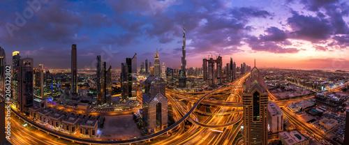 Canvas Prints Kuala Lumpur Panorama Aufnahme von Innenstadt von Dubai bei Sonnenuntergang