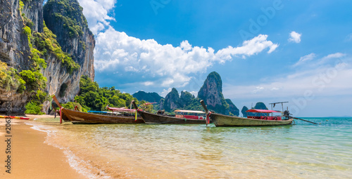 Spoed Foto op Canvas Asia land Long tail boat tropical beach, Krabi, Thailand