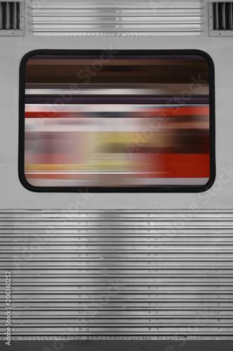 Abstraktes Zugfenster  / Die abstrakte Spiegelung eines vorbeirauschenden Zuges in einem Zugfenster eines anderen Zuges.