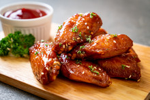 Barbecue Chicken Wings With Wh...