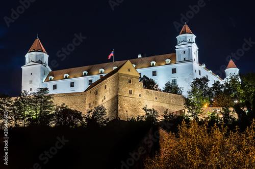 Papiers peints Fortification Bratislava, Slovakia May 23, 2018: Bratislava Castle or Bratislavsky Hrad is the main castle of Bratislava, capital of Slovakia by night. Bratislava Castle is located on rocky hill.
