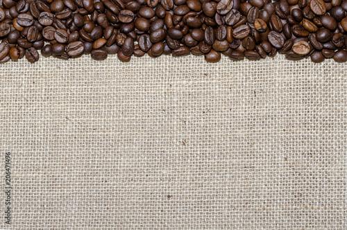 Foto op Plexiglas Koffiebonen Marco de granos de cafe sobre arpillera