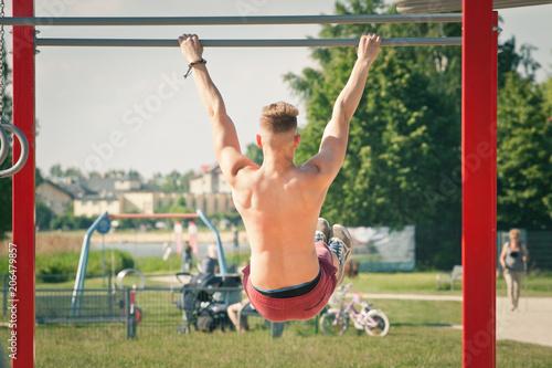 Fototapeta Ćwiczenia na siłowni obraz