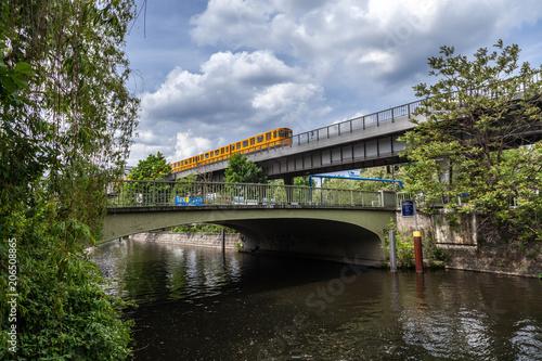 Straßenbahn in Berlin am Landwehrkanal