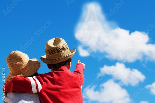 Photo apparition de la vierge dans les nuages