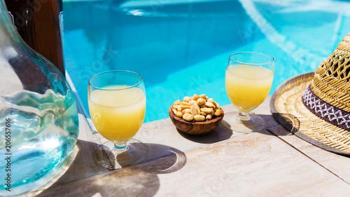 pastis en bord de piscine