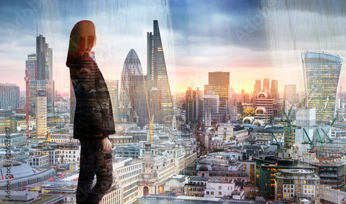 Poster Londres Young woman looking over the City of London at sunset. Future, new business opportunity and business success concept.