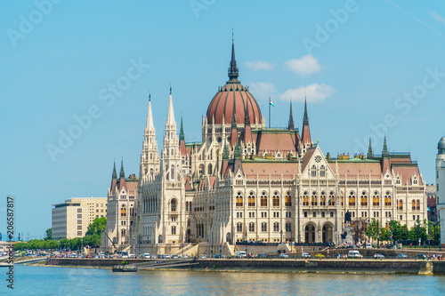 Staande foto Boedapest Hungarian Parliament, standing on Pest bank of Dunabe in Budapest, Hungary.