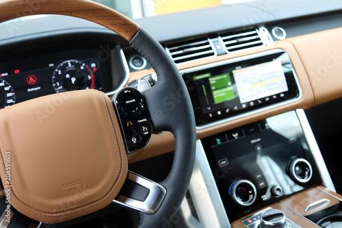 Photo  Lenkrad im Luxus SUV