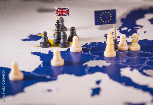 Foto  Chess pieces over an european map. Brexit concept