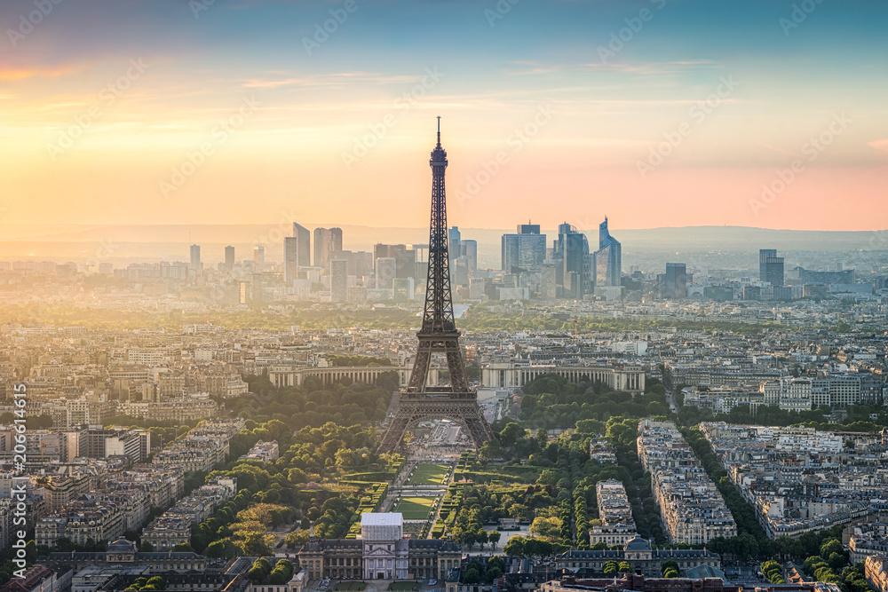 Fototapeta Paris Skyline mit Eiffelturm und La Defense bei Sonnenuntergang