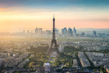 Fototapeta Fototapety Paryż - Paris Skyline mit Eiffelturm und La Defense bei Sonnenuntergang