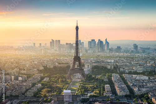Photo sur Toile Europe Centrale Paris Skyline mit Eiffelturm und La Defense bei Sonnenuntergang