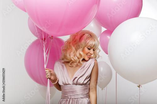 Photo  beautiful girl with balloons