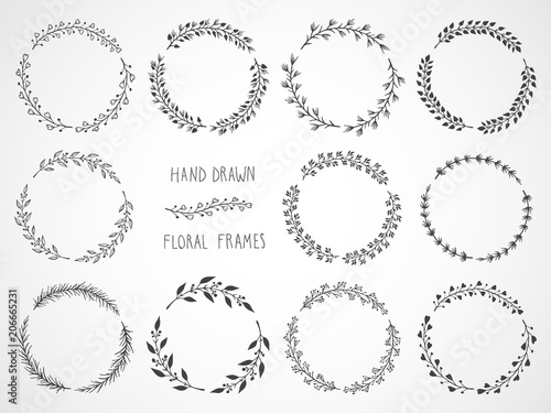 Foto Vector set of floral hand drawn round frames.