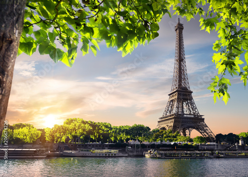Papiers peints Paris Sunset over Eiffel Tower