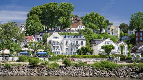 Elbufer Hamburg Blankenese sonnig Sommer HD Format