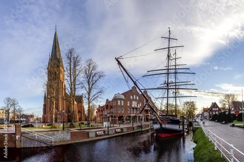 Papenburg, Friederike von Papenburg (Schiff) und Sankt Antonius Kirche Canvas Print