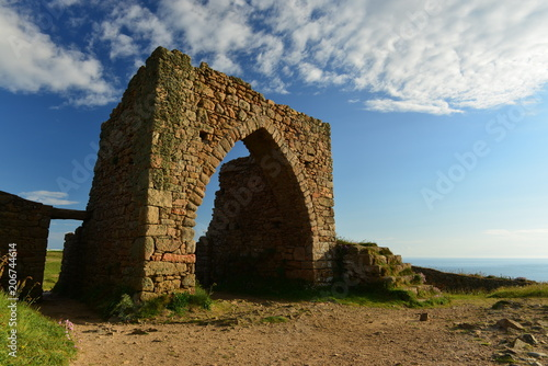 In de dag Rudnes Gronez Castle ruins, Jersey, U.K. 13th century Norman military guardhouse, what's left of it.