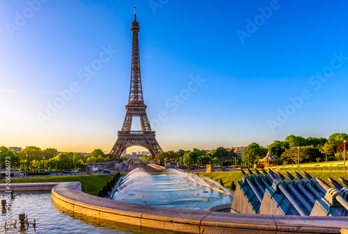 Poster Tour Eiffel View of Eiffel Tower from Jardins du Trocadero in Paris, France. Eiffel Tower is one of the most iconic landmarks of Paris
