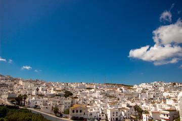 Fototapeta na wymiar Blue sky over a white city