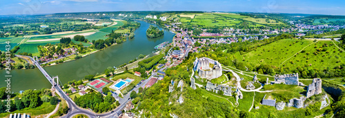 Foto  Chateau Gaillard with the Seine river in Les Andelys commune - Normandy, France