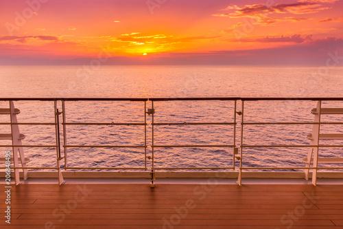 Papiers peints Corail coucher de soleil en mer