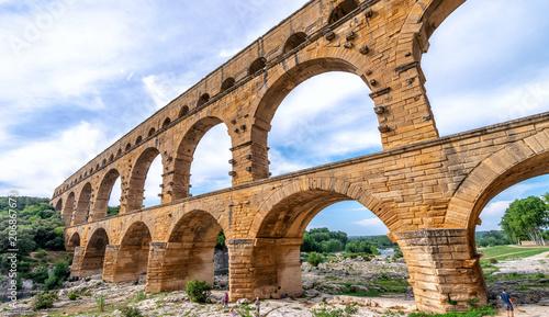Valokuva Roman arch on a beautiful park