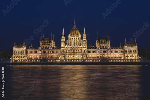 Fotografía  Hungarian Parliament Building at night