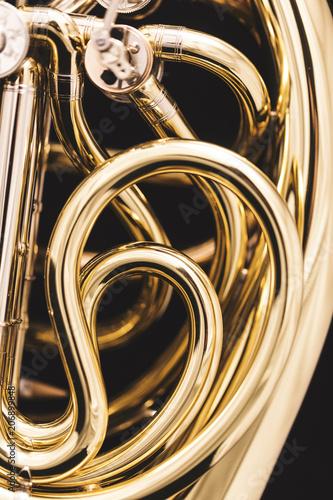 czesc-rogu-francuskiego-instrument-zblizenie