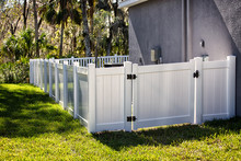 Vinyl Fence With Gate Solid Pr...