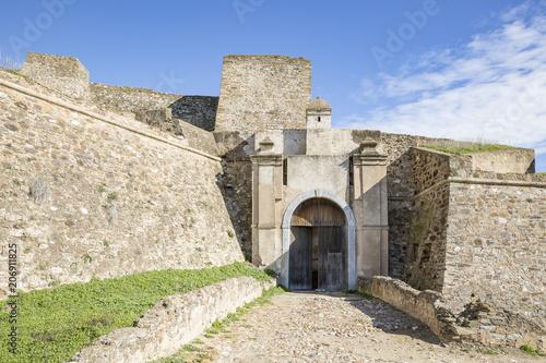 Papiers peints Fortification the main gate of the fortress of Juromenha village (Nossa Senhora do Loreto), district of Evora, Portugal