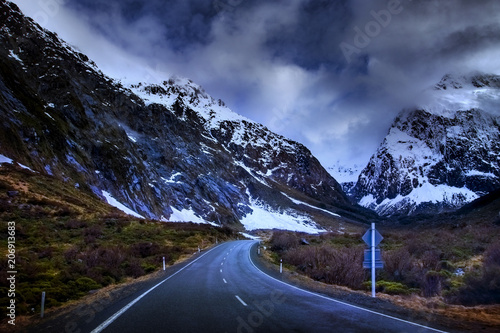 Foto op Plexiglas Oceanië mountain road to milford sound fiordland national park most popular traveling destination in new zealand