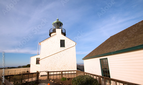 Foto op Aluminium Vuurtoren OLD POINT LOMA LIGHTHOUSE UNDER CIRRUS CLOUDS AT POINT LOMA SAN DIEGO CALIFORNIA USA