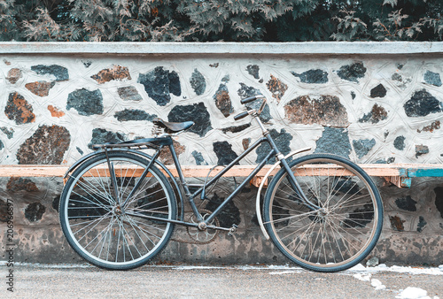 Deurstickers Fiets Vintage bicycle on the stone wall background