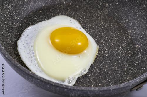 Staande foto Gebakken Eieren Uovo fritto