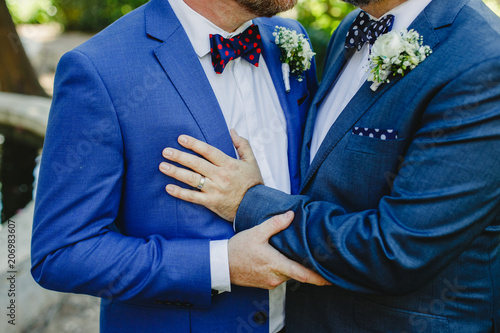 Photo Couple of gay men getting married