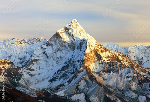Photo  Ama Dablam with beautiful clouds
