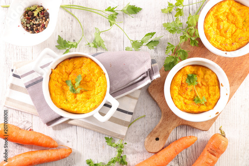 Fotografía cooking carrot souffle with ingredient