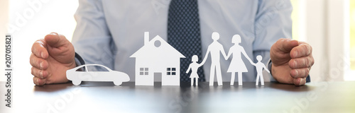 Fotografia  Concept of family, home and car insurance
