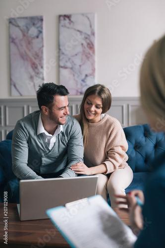 Fototapeta Family meeting real-estate agent for house investment.