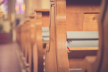 Kirchenbänke Eine Kirche, Liederbücher