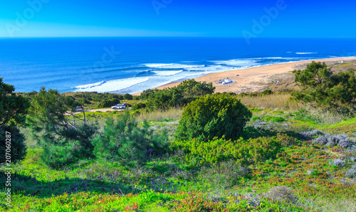 Foto op Aluminium Khaki Awesome aerial sunny seascape coastline of Atlantic ocean. View North Beach (Praia do Norte). Most famous place of giant breaking waves for surfers from around the world. Nazare, Portugal.