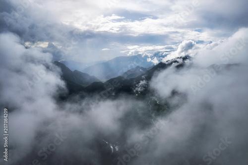 ponura-gora-doliny-z-mglistym