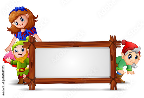 Fototapeta Snow white with dwarf and the blank sign