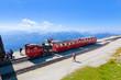 Bergpanorama mit der Endstation der Schafbergbahn in Österreich