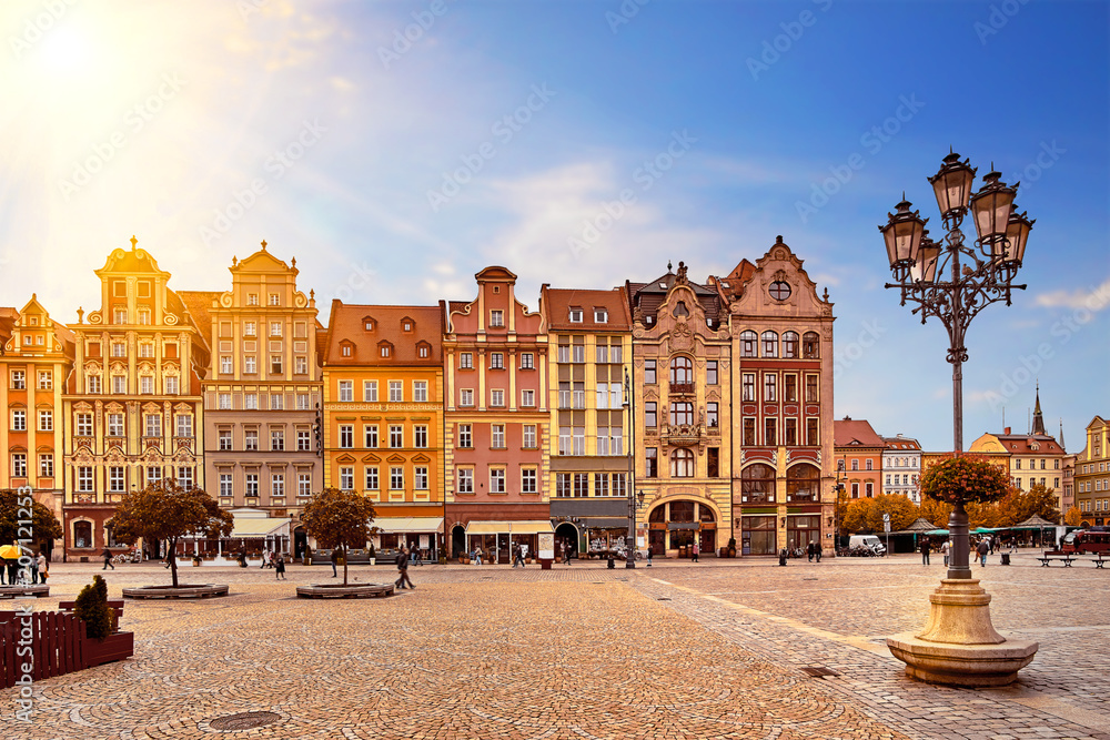 Fototapety, obrazy: Central market square in Wroclaw Poland with old colourful houses, street lantern lamp and walking tourists people at gorgeous stunning morning sunrise sunshine. Travel vacation concept